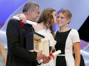 A. Kechiche junto a sus actrices LEA SEYDOUX y ADELE EXARCHOPOULOS Foto Y. Herman (Reuters)