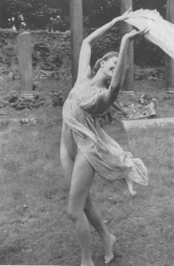 Vanessa Redgrave as Isadora Duncan by Norman Parkinson-diary-white-horse_www.lylybye.blogspot.com
