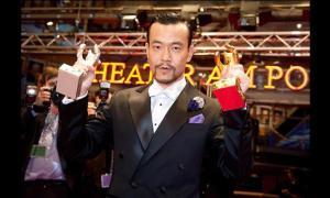 imagen-actor-chino-liao-fan-con-el-premio-oso-de-plata-a-mejor-actor-y-el-oso-de-oro-a-mejor-pelicula